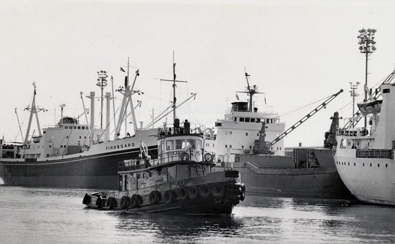 Satamahinaaja Merikarhu Haminan satamassa vuonna 1968